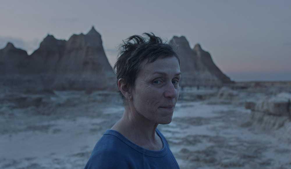 Nomadland não é apenas o melhor filme do ano de 2020, mas um dos maiores de nossa era - e com a melhor atuação de Frances McDormand.